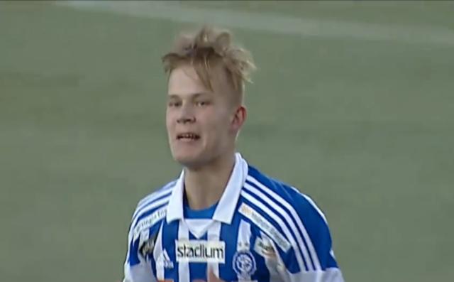 【衝撃サッカー動画】2分42秒でハットトリックを達成した17歳の少年のスーパープレーがスゴい!
