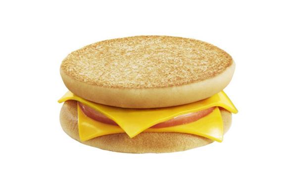 10月4日発売のマクドナルド新商品『マックトースト』にネットユーザー困惑「バンズを裏返しただけじゃねえの」
