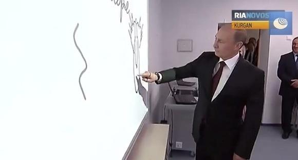 【衝撃動画】プーチン大統領が学校の視察で意味深な絵を描く 「ネコの後ろ姿だ。覚えておくように」