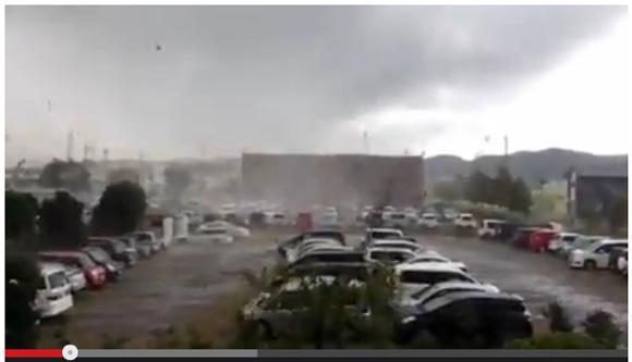 【動画あり】栃木県で竜巻発生! 屋根が飛ばされ窓ガラスが割れる被害相次ぐ