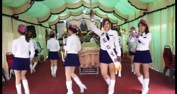 台湾のお葬式がにぎやかだと話題! ミニスカ美少女バンドが演奏してお見送り / ネットの声「死んだおじいちゃんも喜ぶねぇ」
