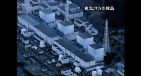 【3.11津波映像】地震発生から37分後に飛び立った国土交通省防災ヘリが記録していた津波のようすと水素爆発前の福島第一原子力発電所