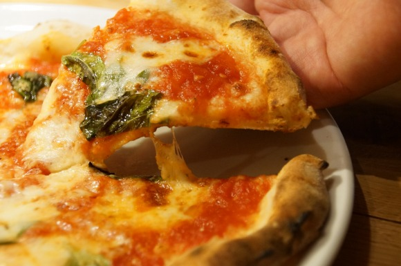 はなまるうどんの480円ピッツァは本当に美味しいのか食べてみた / 本格的ナポリピッツァではないが気軽に寄れるお店