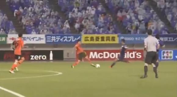 【衝撃サッカー動画】Jリーグでキャプテン翼の必殺技『反動蹴速迅砲』が炸裂したと話題