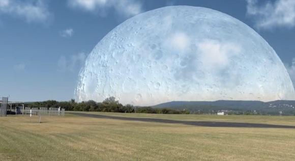【衝撃動画】もしも月が国際宇宙ステーションと同じ距離にあったら地球からはこう見える