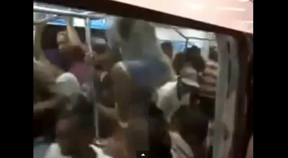 【衝撃動画】ベネズエラの地下鉄の「席取り」が激戦すぎてヤバイ
