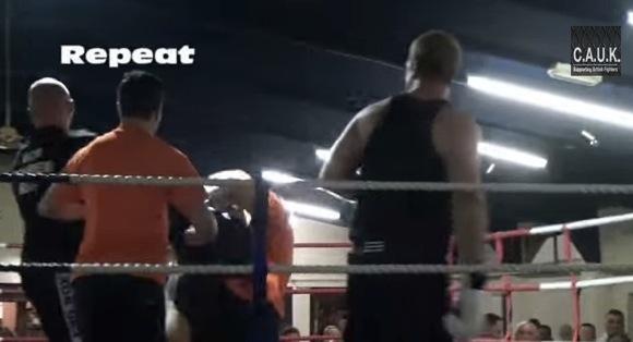 【衝撃格闘動画】ボクシングの試合で荒くれボクサーがレフェリー無視 → セコンドにいた別レフェリーが怒りのバックドロップ