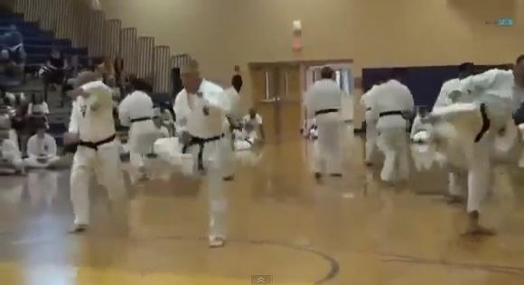 【衝撃格闘動画】こんなんで黒帯になれるのか! どう見ても素人な黒帯空手家軍団