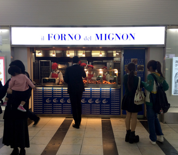 【福岡あるある】博多駅の「クロワッサン臭」はハンパない! 匂いに吸い寄せられて困るレベル