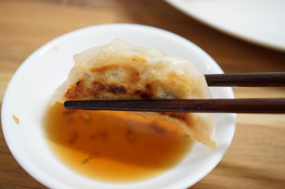 【ウマすぎ】イタリア料理のプロに聞いた「焼き餃子のコツ」を試してみた → ウマすぎて100個食えそうなレベルの絶品ができた