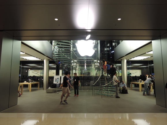 【衝撃事実】香港のアップルストア店員「SIMフリーの iPad Air は予約した人しか買えません。確実に集まるテンバイヤーから購入するのはどうです?」