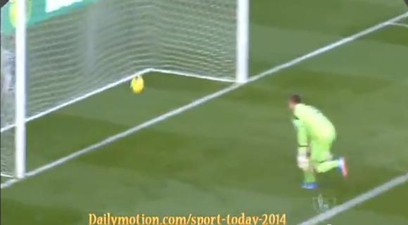【衝撃サッカー動画】試合開始13秒! GKのクリアボールが直接相手ネットを揺らす珍ゴールが炸裂!!