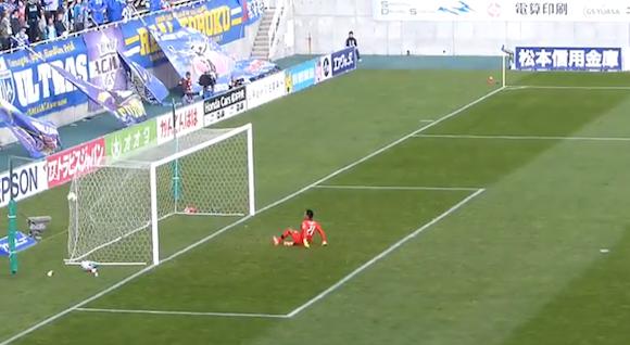 【衝撃サッカー動画】イングランド・プレミアリーグに続いてJ2でも! GKからのボールがそのまま直接ネットを揺らす珍ゴールが炸裂!!