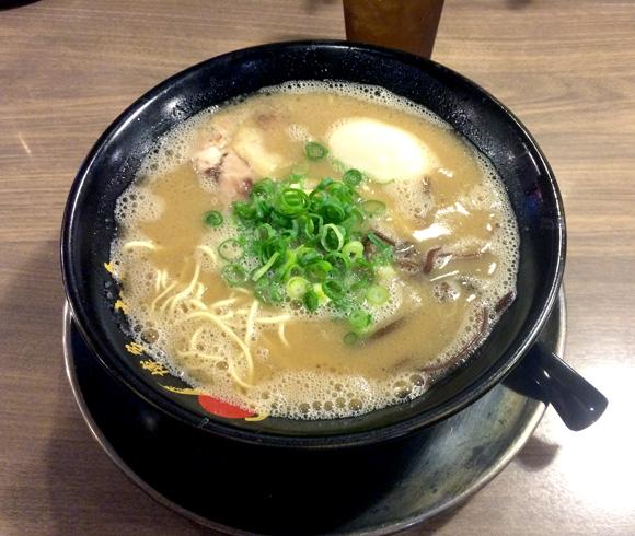 【グルメ】本場でも屈指の人気店・博多一幸舎 / スープの旨みに感動して思わずポエムを詠んでしまった
