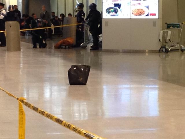 【速報】成田空港の到着ロビーで不審物を発見 / ロビーは厳戒態勢で大混雑