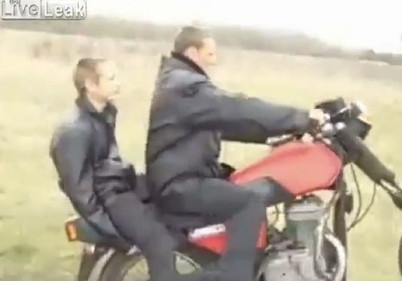 【衝撃動画】ロシアのバイクスタント軍団がスゴい
