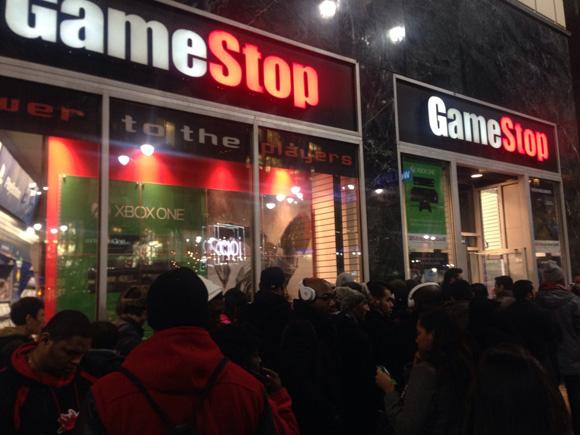 【ゲーム速報】XboxOne ついに発売! しかし予約なしでも普通に買えるでござる!