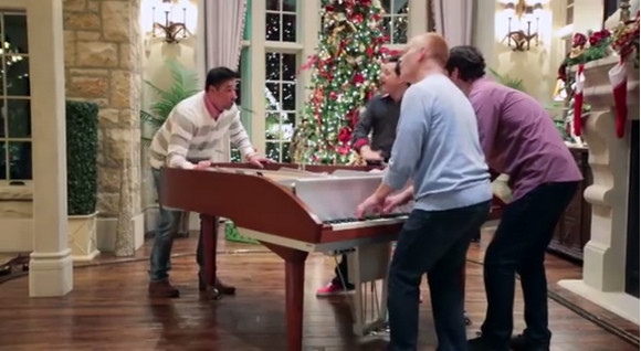 【動画】1台のピアノがオーケストラのように!! 斬新な方法でピアノを演奏する男達に世界が騒然 / ネットの声「なんてクリエイティブ!」