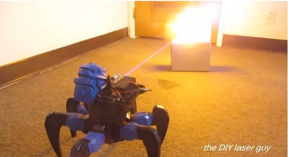 少年が自作した『攻殻機動隊』のタチコマ風ロボットがカッコイイ / レーザー攻撃もできる!!