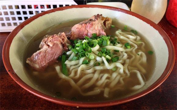 【マジかよ】沖縄県民は年越しそばも『沖縄そば』を食べる