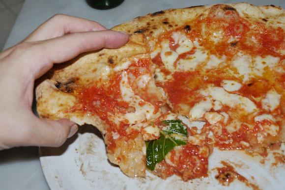【ピザ】現役の宅配ピザ店アルバイトに「宅配ピザのアルバイト事情」を聞いてみた