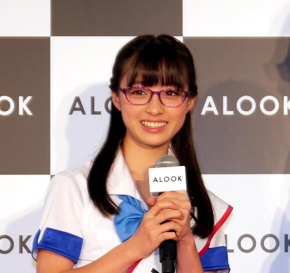 東京・渋谷に女神降臨! 天使すぎるアイドル橋本環奈ちゃんのメガネ姿が可愛らしすぎて悶絶するレベル