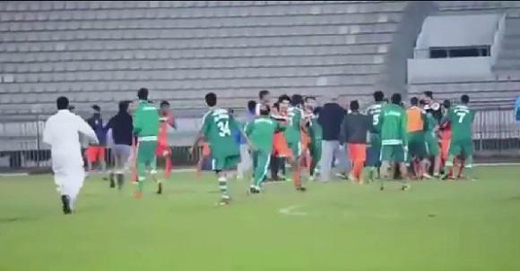 【衝撃サッカー動画】カタールリーグで大乱闘! 関係者やファンも入り乱れてのバトルロイヤル状態に