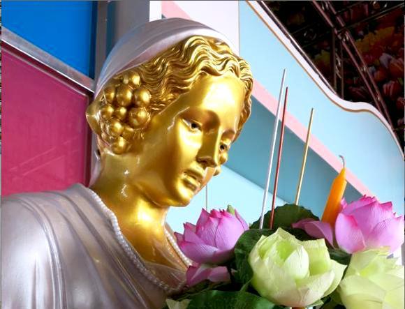 タイの大富豪が超ド級スーパー豪邸を一般公開! すごすぎ金満宮殿を探検した!!