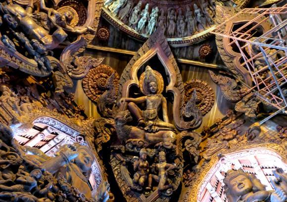 タイの大富豪が作った世界一デカい木造寺院「タイのサグラダファミリア」に行ってみた!