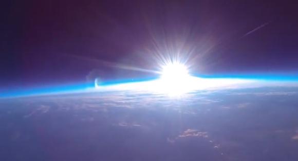 風船を使って上空3万メートルから撮影した「初日の出」の映像がスゴイ! なんと費用は約2万5000円!!