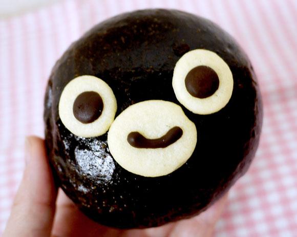 人気すぎて入手困難だったJR東日本 Suicaのペンギンパン がリニューアルだぞ! 可愛すぎてやっぱり食べられないぞ!!