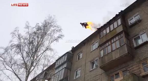 これはアカン……! ロシア人の遊びがヤバすぎる / 火だるまになってビルの屋上から飛び降りる