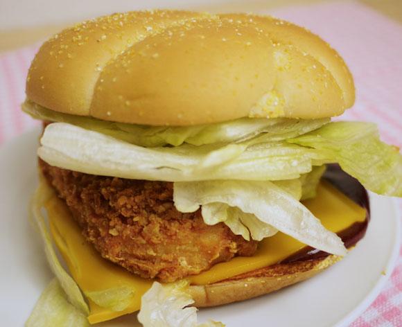 【グルメ】マクドナルドの「アメリカンファンキーBBQ チキン」を食べてみた / 具材は美味しいのに一緒に食べるとボヤけた味に