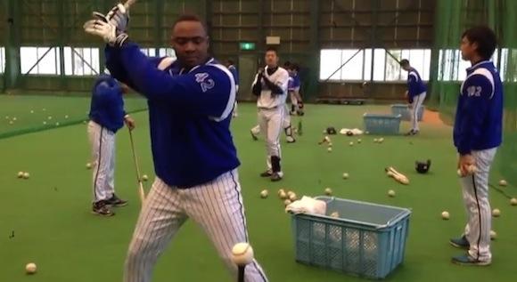 【衝撃野球動画】トニ・ブランコ選手の時速158キロのスイングが速すぎてヤバいと話題 / ネットの声「バットで殴られたら死んでしまう(笑)」