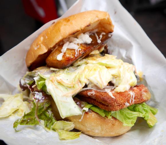 【グルメ】飲食店の食材を自由にチョイスしてオリジナルハンバーガーが作れる「ハンバーガーストリート」誕生!!