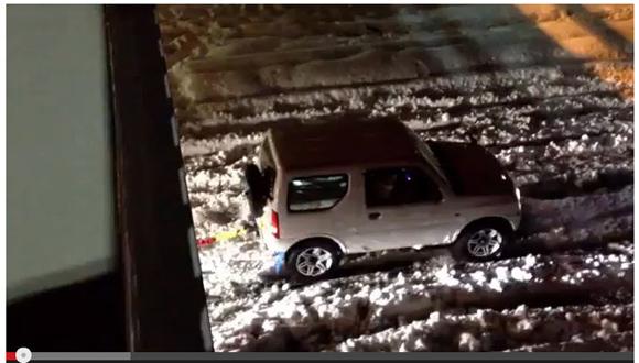 【動画】スズキの軽四駆「ジムニー」が意外な車両をけん引して救出! ネットの声「さすがジムニー」「胸が熱くなる動画だ」