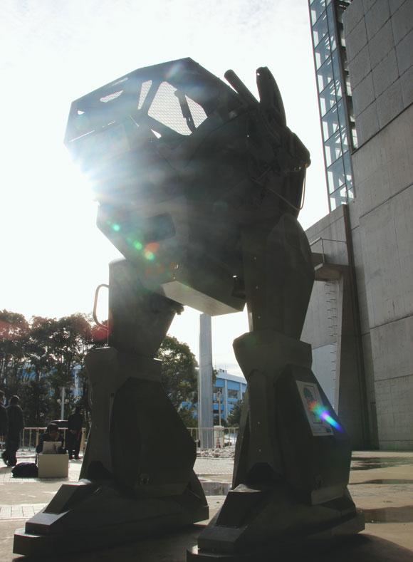 """誰でもロボットに乗れる時代到来か! ワンフェスで民間人が普通に「巨大ロボ」に搭乗してて笑った / """"二足歩行"""" ロボ「ランドウォーカー」"""