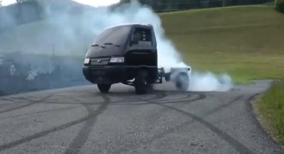 スズキの大型バイク『隼(ハヤブサ)』のエンジンをいろんな乗り物に載せてる動画がスゴイ 「軽トラ」「ゴルフカート」「ミニクーパー」など