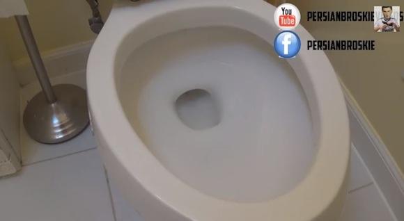 【衝撃サッカー動画】爆笑必至! サッカー選手のシュート精度をトイレで表現した動画が的確すぎる!!