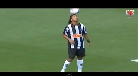 【衝撃サッカー動画】さすがプロ! 世界トップクラスの選手たちが披露するウォームアップがスゴい!!