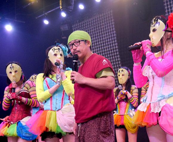 【マジか】ビッグダディ(コダカラー清志)が娘たちのアイドルデビューを画策!? 地下アイドル「仮面女子」のステージに登場!