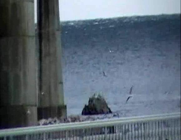 【動画あり】東北地方整備局が公開した戦慄の3.11津波映像「壁のような津波が迫る」