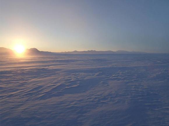 【北極冒険22日目】突然の晴れ間で9km前進 / ブリザードによって氷の上に思わぬ変化が