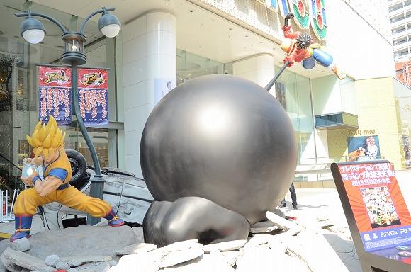 【マジかよ】渋谷で孫悟空とルフィがバトルしててオラわくわくした! どっちも強さパネェのにこれって勝負つくのかよ(笑)