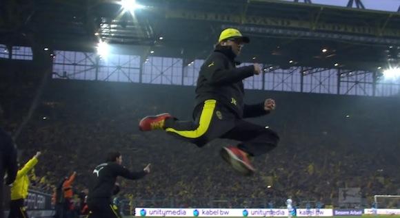 【衝撃サッカー動画】まるでマイケル・ジョーダン! 46歳が見せた驚異のジャンプがスゴすぎる!!