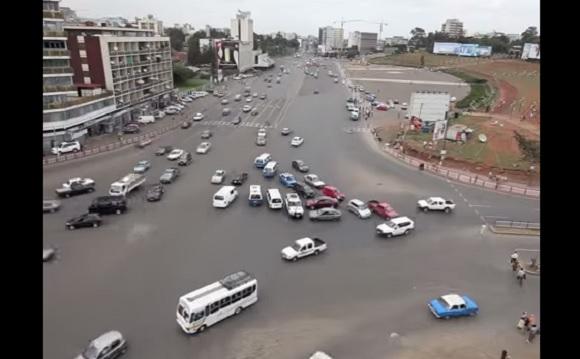 エチオピアの信号のない交差点が完全にカオス! 海外の声「これで事故らないなんて逆にクレイジー」
