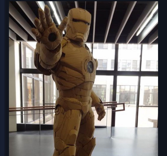 制作期間1年! 20歳学生の作ったボール紙の『アイアンマン』パワードスーツがめちゃくちゃかっこいい!!