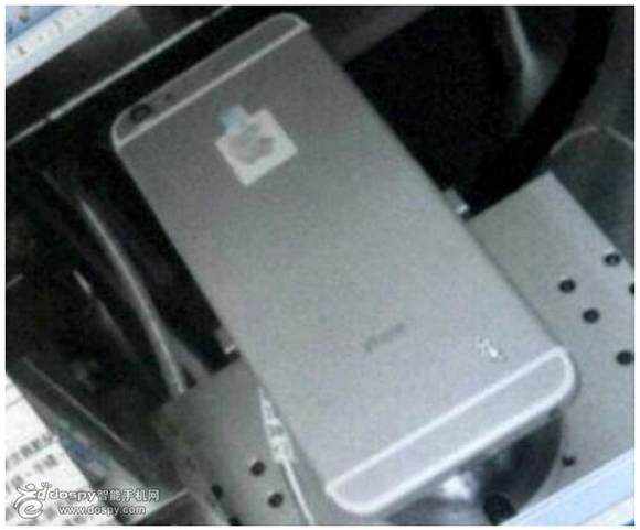 【アップル】iPhone6の画像がFoxconn工場から流出!? 本体はさらに薄くなりカメラ部分が出っ張っているかも