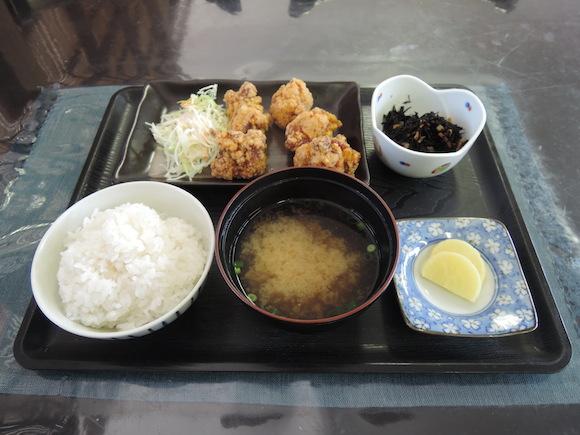 【グルメ】大分県中津市のからあげ屋『チキンハウス』のからあげ定食 / 一度食べたら忘れられない絶品の味!