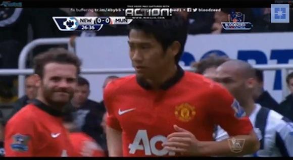 【衝撃サッカー動画】試合中に「ムーンウォーク」をしながら香川真司選手を見つめる選手が話題